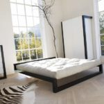 futon w ramie łóżka