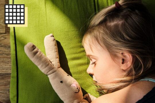 spanie na futonie